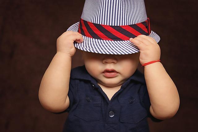 chlapec s kloboukem