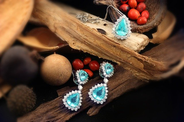 Šperky robia ženy ešte krajšími