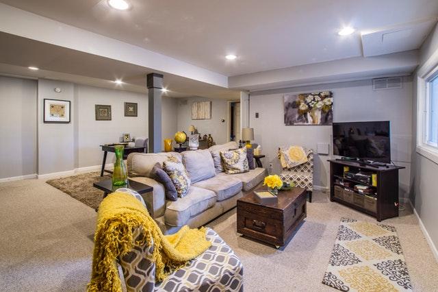 Obývačka zariadená v rustikálnom štyle